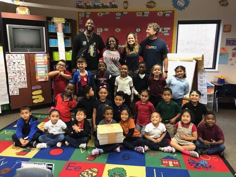 Alief Native Martellus Bennett Visits His Former Elementary School
